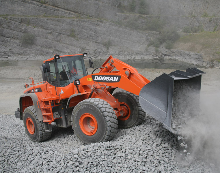 MAY XUC LAT DOOSAN - DL420A 2