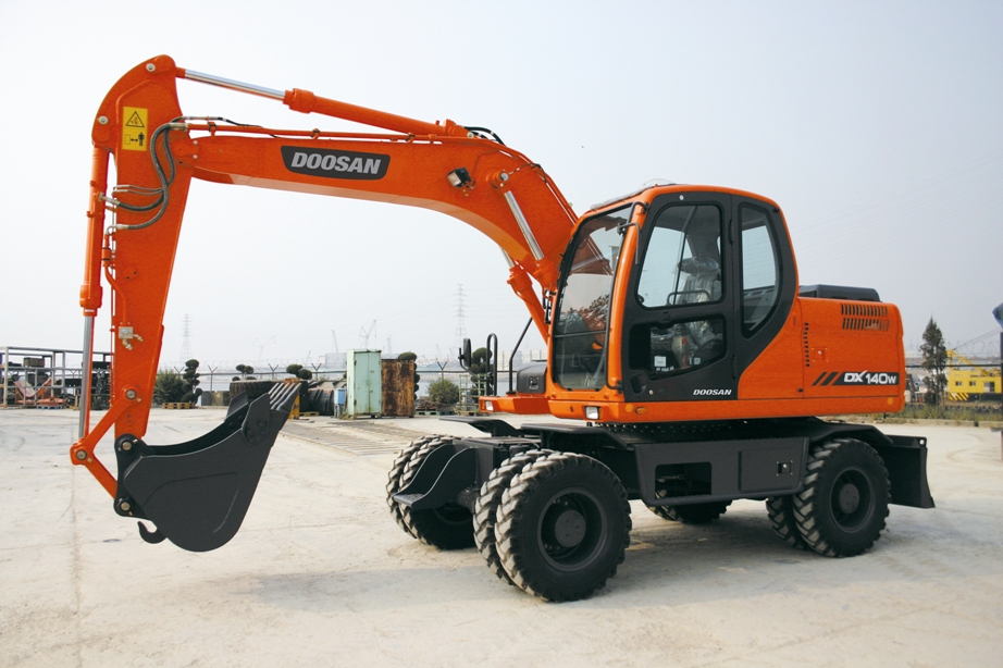 may-xuc-doosan-140w